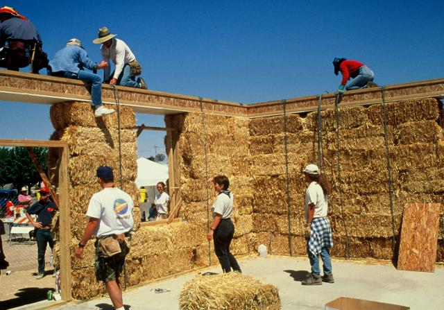 8 advantages of using straw bales to build your house for Help building a house